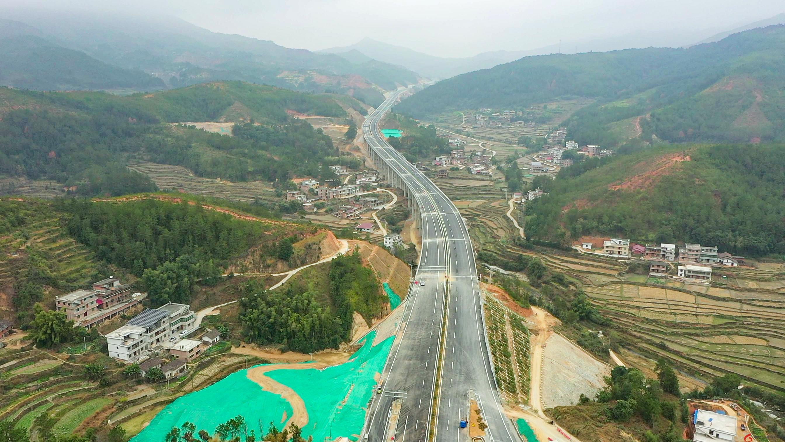 兴赣北延高速跨线桥.png